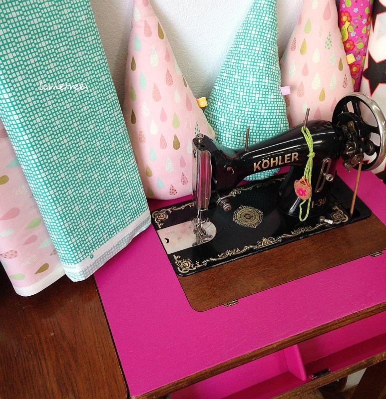 2014-10-08vintagenähmaschine pink