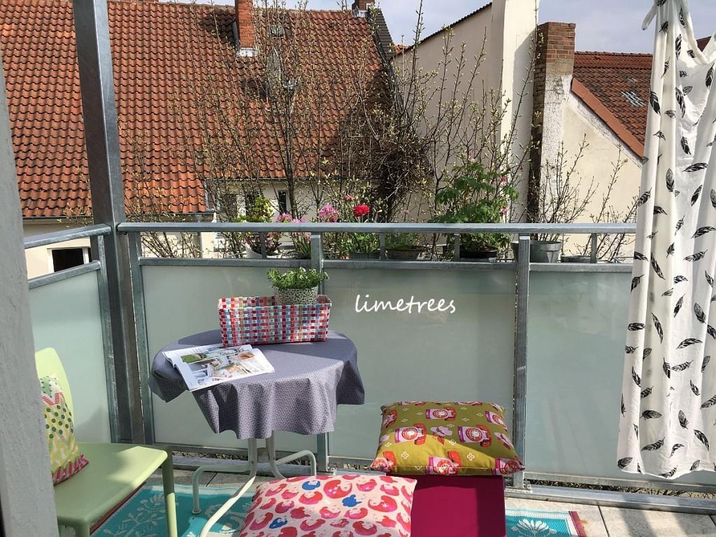 mit der molliemakes auf dem neuen balkon