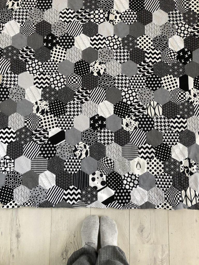 patchworkdecke schwarz-weiß handgenäht