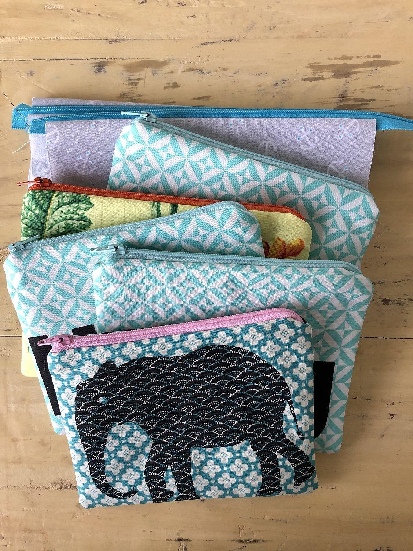 Täschchen mit Reißverschluss in bunten Farben und Mustern