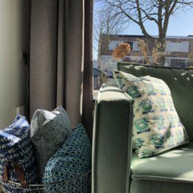 03-13 Sofa mit Kissen