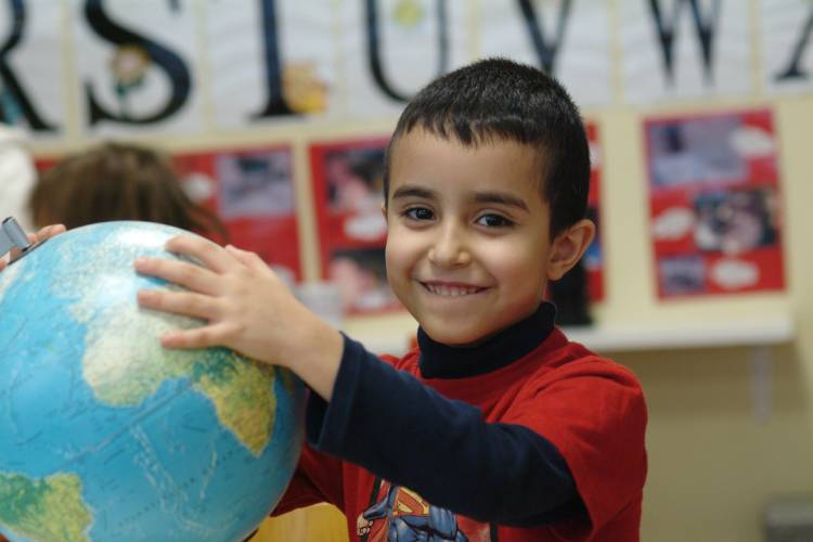 Mit spielerischen Experimenten entdecken Kinder die Welt und erleben: Der Alltag steckt voller Phänome.  (Foto: Haus der kleinen Forscher)