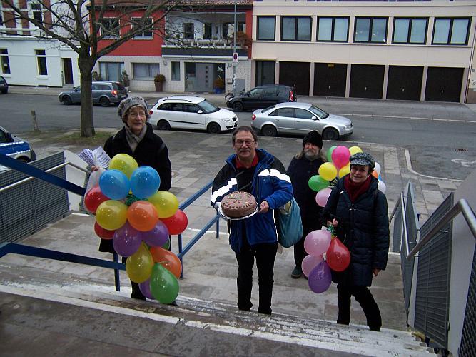Mit Luftballons und Sahnetorte zum Jubiläum