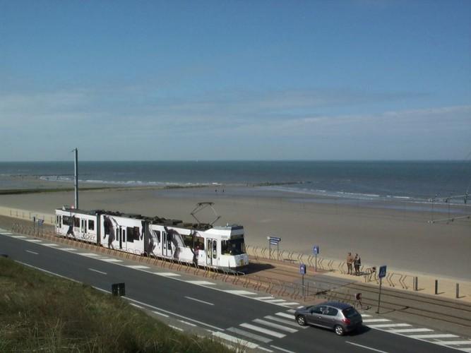 Oostende, Belgien (Strecke von Knokke über Oostende nach De Panne), mit nachträglich eingebautem Niederflurteil