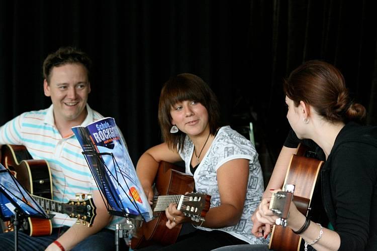 Sommerkonzert der Gitarrenakademie im Freizeitheim Linden 2010