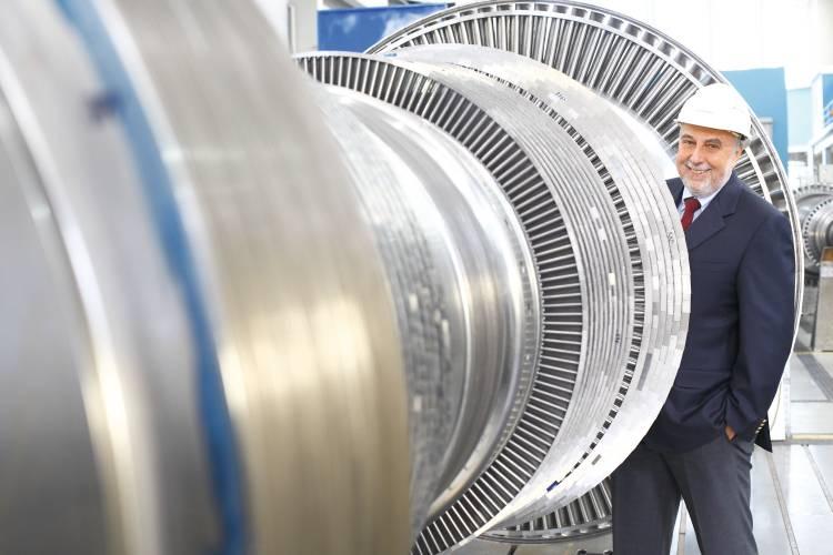 Neue Turbine mit dem Vorstandsvorsitzenden der Stadtwerke Michael G. Feist