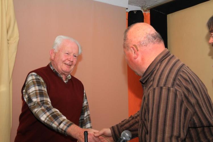 Manfred Wassmann begrüßt Horst Bohne (Bild: Markus Golletz)
