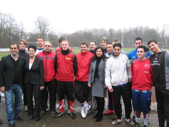 Gruppenfoto mit der 1. Herrenmannschaft des SV 07 Linden