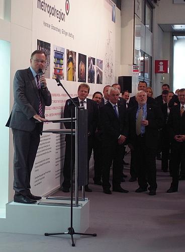 OB Stephan Weil empfängt internationale Gäste auf Gemeinschaftstand