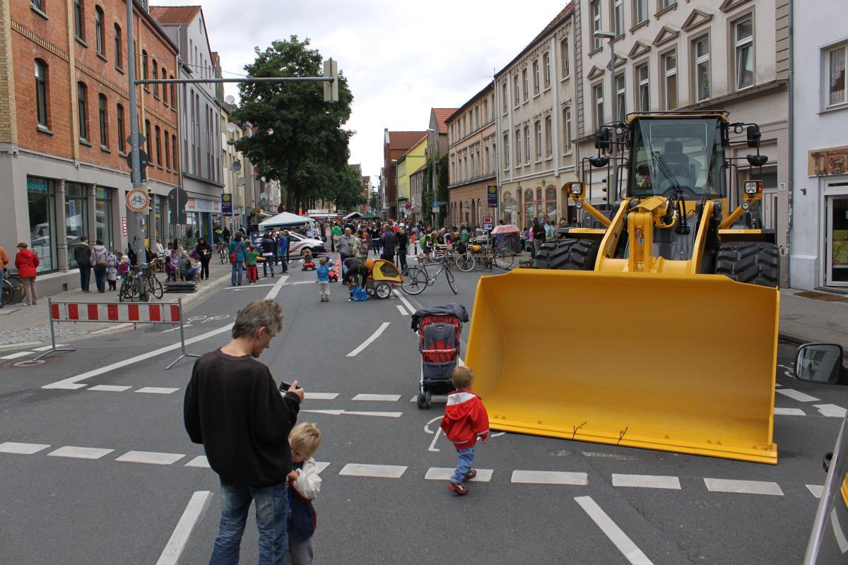 Flanieren auf der gesperrten Deisterstraße