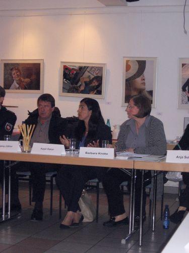 v.l. Fraktionsvorsitzender der SPD Wolfgang Jüttner, Ministerin Aygül Özkan und Bezirksbürgermeisterin Barbara Knoke