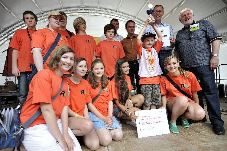 Siegerteam der Realschule Wedemark mit Hans Mönnighoff