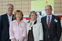 v.l.n.r.: Dirk von der Osten, Gudrun von Alten, Gisela von Auer (Projektleiterin Diesterweg-Stipendium), Dr. Roland Kaehlbrandt, Stiftung Polytechnische Gesellschaft