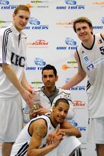 UBC Spieler mit Tan Caglar