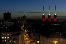 Illuminiertes Kraftwerk als Blickfang für die ganze Stadt