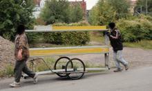 Abtransport mit dem Handwagen durchs Stadtgebiet (Foto: BPOL-H)