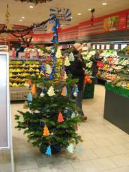 Weihnachtsbaum im REWE