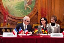 Unterzeichnung des Memorandums (Bild: © Barbara Cabot)