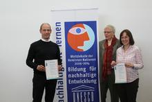 v. l. n. r.: Udo Büsing, Prof. Dr. Lenelis Kruse-Graumann (stellvertretende Vorsitzende des Nationalkomitees der UN-Dekade Bildung für nachhaltige Entwicklung 2005-2014), Heike Kohpahl
