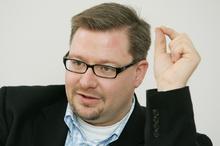 Wolfgang Beck diskutiert (Foto: Christian Behrens)