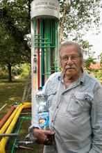 Edelstoff: Siegfried Neuenhaus präsentiert seine limitierte Mineralwasser-Kunstedition