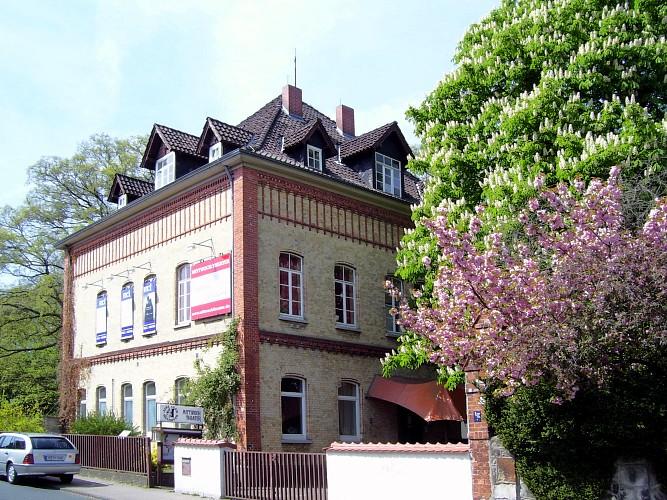 Jazzclub und Mittwoch Theater