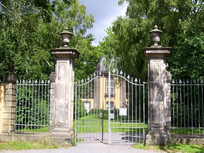 Eingang zum Lindener Bergfriedhof