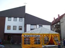 Zelt vor der Kirchengemeinde