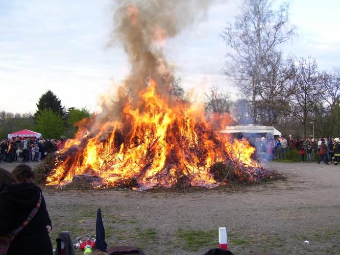 Osterfeuer auf der Ratswiese