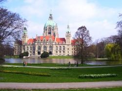Maschpark: Blick auf das neue Rathaus