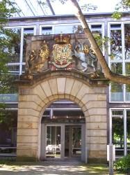 Wappenportal an der Städtischen Bauverwaltung