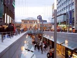 Bahnhofstraße mit Niki-de-Saint-Phalle-Promenade