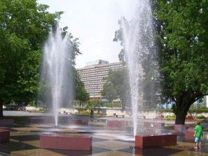 Klaus-Bahlsen-Brunnen - Einer der Punkte auf dem Roten Faden durch Hannover