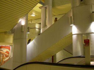 Treppengewirr in der U-Bahn Station