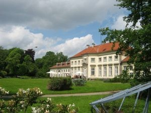 Park hinter dem Wilhelm Busch Museum