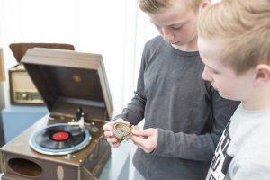 So sieht die Schalldose eines Grammophons aus