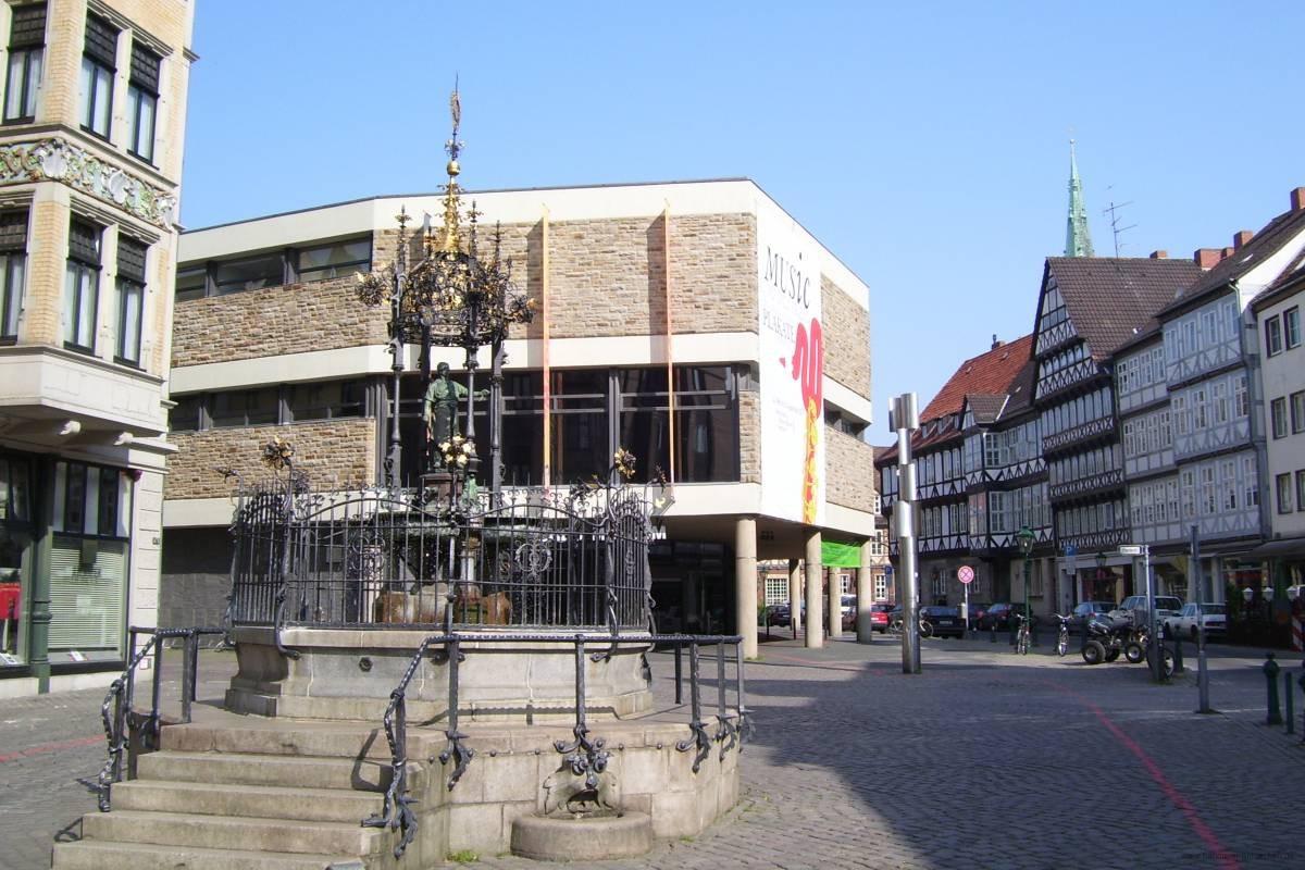 Holzmarktbrunnen vor dem Historisches Museum Hannover