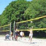 Beachvolleyball Spiele auf 3 Feldern
