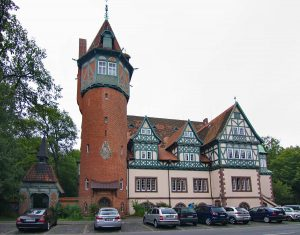 Stadtteilzentrum Lister Turm ( losch, Freizeitheim Lister Turm (Hannover) IMG 9791, CC BY-SA 3.0 )