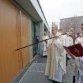 Kirchweihe durch Bischof Norbert Trelle (Bild: © pkh/ Gossmann)
