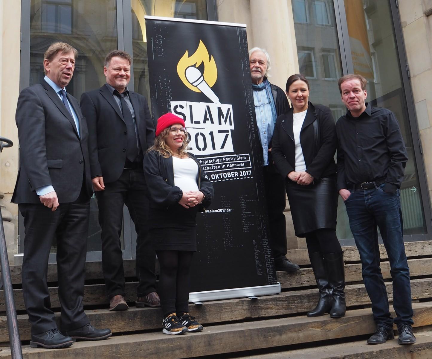 Kulturdezernent Harald Härke, Henning Chadde, Ninia Binias, Klaus Urban, Tania Rubenis von der Stiftung Sparda-Bank und Jörg Smotlacha