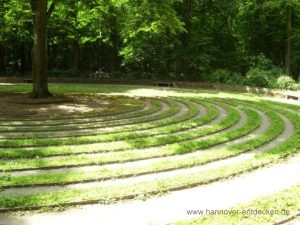 "Das Rasenlabyrinth ""Rad"" in der Eilenriede"