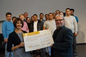 Manuela Francke und Michael Guttmann mit Teilnehmern und PädagogInnen der Integrationskurse