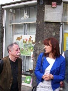 Gedenken an Hannah Arendt am Lindener Markt (Egon Kuhn und Edelgard Bulmahn - 2009)