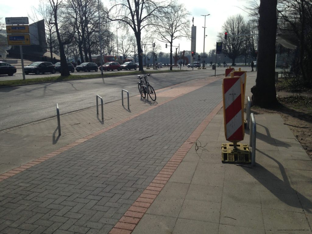 Fahrradbügel an der engsten Stelle