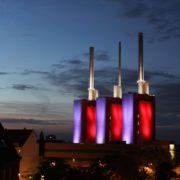Das neue Wahrzeichen von Linden - Das beleuchtete Heizkraftwerk, im Volksmund die drei warmen Brüder genannt