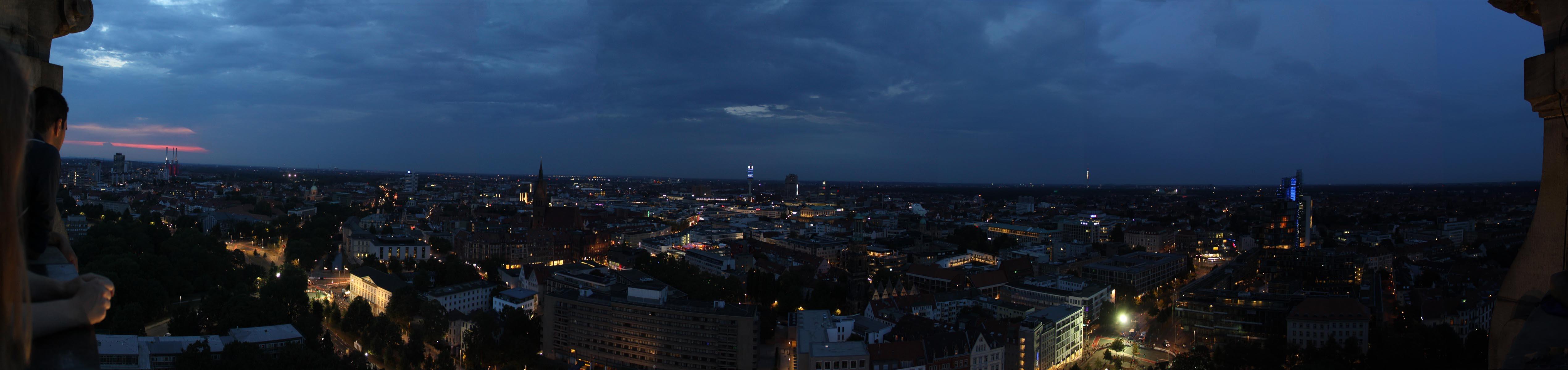 Hannover Skyline bei Nacht