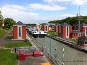 Schleuse im Mittellandkanal im Stadtteil Anderten