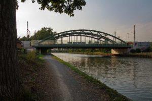 Eisenbahnbrücke über den Mittellandkanal in Vinnhorst