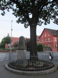 Kriegerdenkmal mit Friedenseiche in Badenstedt